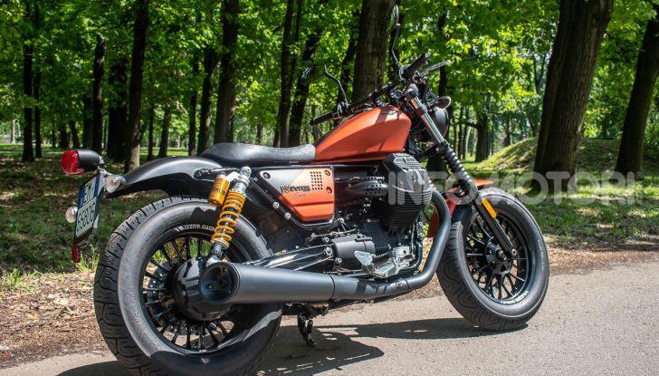 Prova su strada Moto Guzzi V9 Bobber Sport, quando l'estetica si unisce alla sostanza - Foto 4 di 48