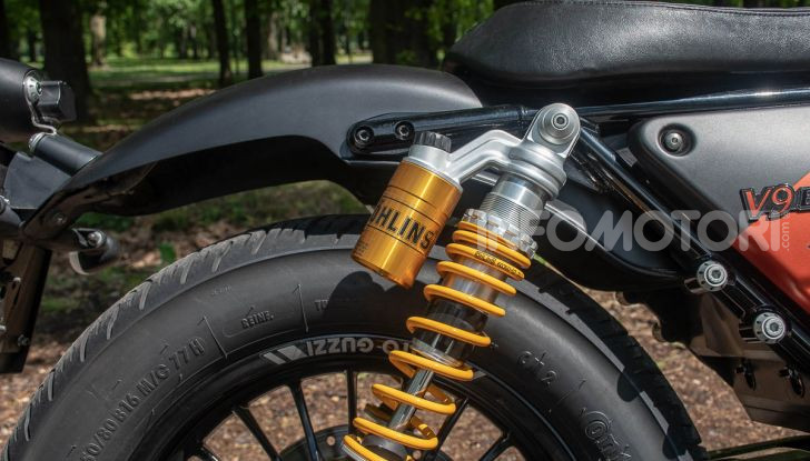 Prova su strada Moto Guzzi V9 Bobber Sport, quando l'estetica si unisce alla sostanza - Foto 6 di 48
