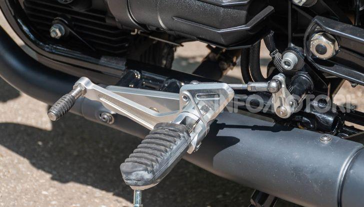 Prova su strada Moto Guzzi V9 Bobber Sport, quando l'estetica si unisce alla sostanza - Foto 9 di 48