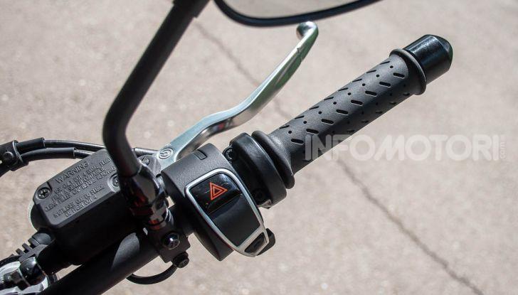 Prova su strada Moto Guzzi V9 Bobber Sport, quando l'estetica si unisce alla sostanza - Foto 10 di 48