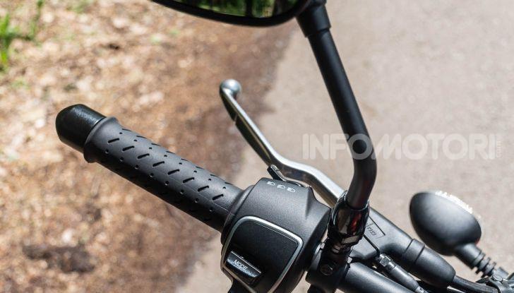 Prova su strada Moto Guzzi V9 Bobber Sport, quando l'estetica si unisce alla sostanza - Foto 11 di 48