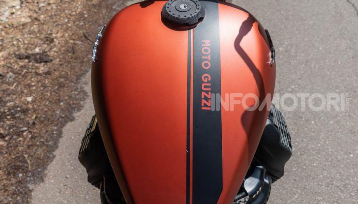 Prova su strada Moto Guzzi V9 Bobber Sport, quando l'estetica si unisce alla sostanza - Foto 12 di 48