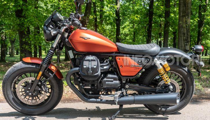 Prova su strada Moto Guzzi V9 Bobber Sport, quando l'estetica si unisce alla sostanza - Foto 15 di 48