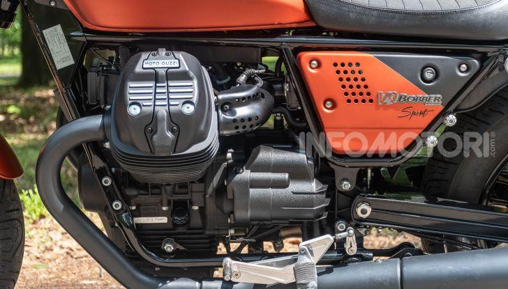 Prova su strada Moto Guzzi V9 Bobber Sport, quando l'estetica si unisce alla sostanza - Foto 16 di 48
