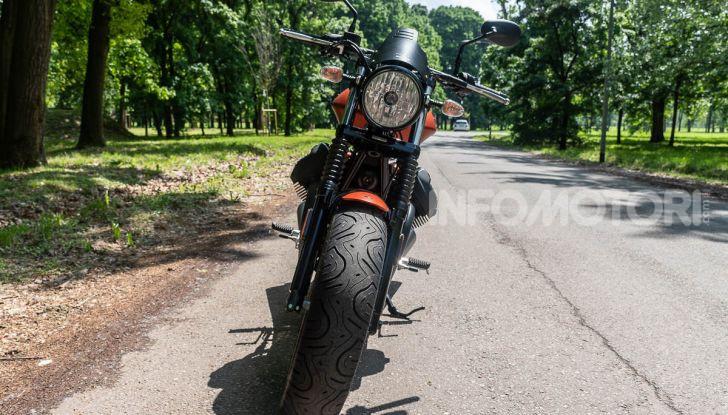 Prova su strada Moto Guzzi V9 Bobber Sport, quando l'estetica si unisce alla sostanza - Foto 18 di 48