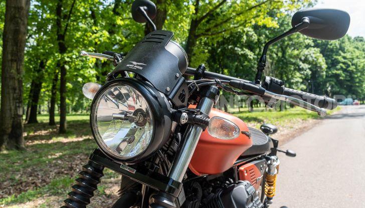 Prova su strada Moto Guzzi V9 Bobber Sport, quando l'estetica si unisce alla sostanza - Foto 19 di 48