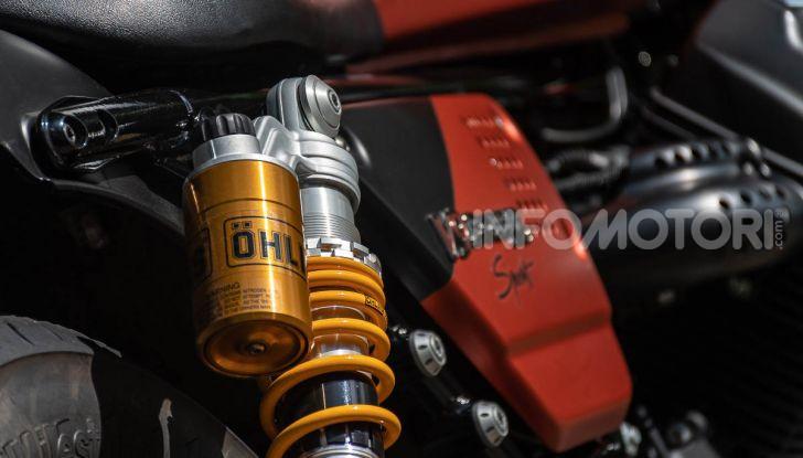 Prova su strada Moto Guzzi V9 Bobber Sport, quando l'estetica si unisce alla sostanza - Foto 24 di 48