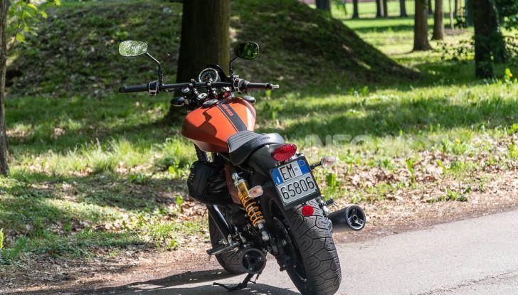Prova su strada Moto Guzzi V9 Bobber Sport, quando l'estetica si unisce alla sostanza - Foto 25 di 48