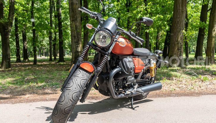 Prova su strada Moto Guzzi V9 Bobber Sport, quando l'estetica si unisce alla sostanza - Foto 27 di 48