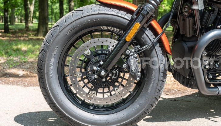 Prova su strada Moto Guzzi V9 Bobber Sport, quando l'estetica si unisce alla sostanza - Foto 28 di 48