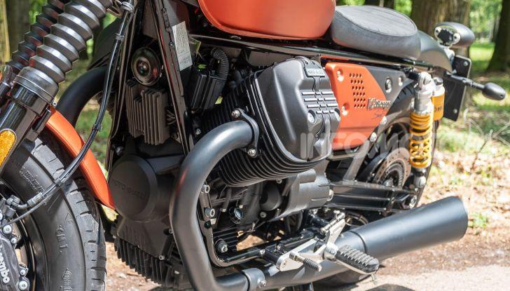 Prova su strada Moto Guzzi V9 Bobber Sport, quando l'estetica si unisce alla sostanza - Foto 29 di 48