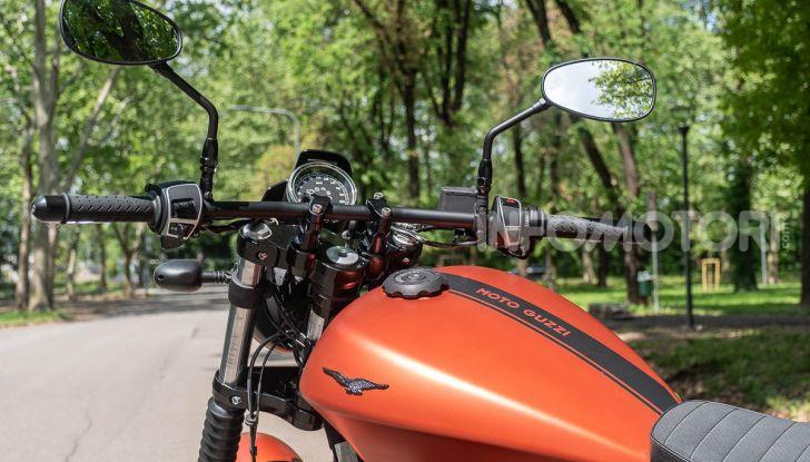 Prova su strada Moto Guzzi V9 Bobber Sport, quando l'estetica si unisce alla sostanza - Foto 30 di 48