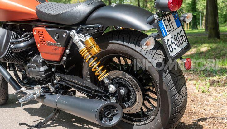 Prova su strada Moto Guzzi V9 Bobber Sport, quando l'estetica si unisce alla sostanza - Foto 32 di 48