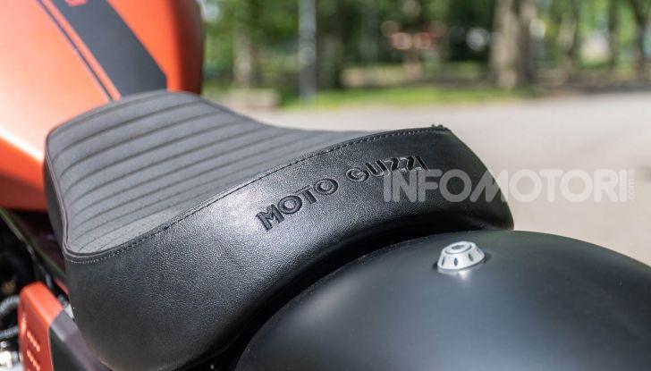 Prova su strada Moto Guzzi V9 Bobber Sport, quando l'estetica si unisce alla sostanza - Foto 34 di 48