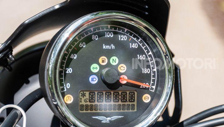 Prova su strada Moto Guzzi V9 Bobber Sport, quando l'estetica si unisce alla sostanza - Foto 35 di 48