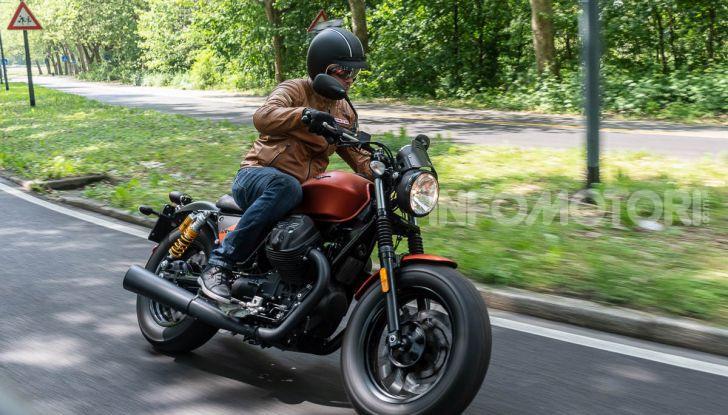 Prova su strada Moto Guzzi V9 Bobber Sport, quando l'estetica si unisce alla sostanza - Foto 36 di 48