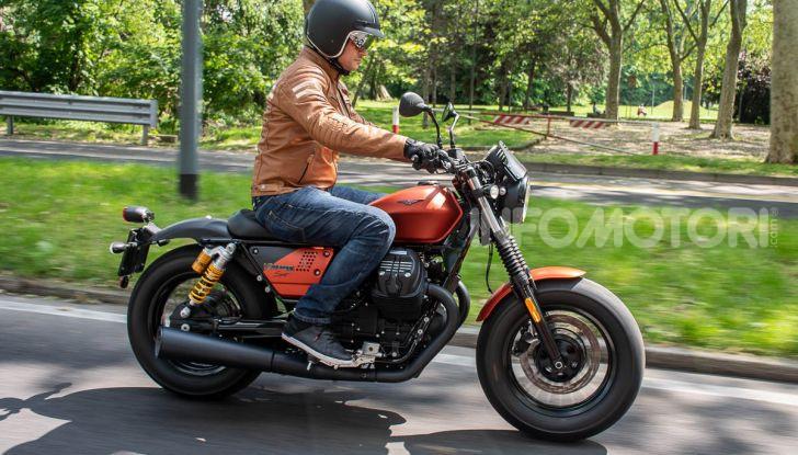 Prova su strada Moto Guzzi V9 Bobber Sport, quando l'estetica si unisce alla sostanza - Foto 37 di 48