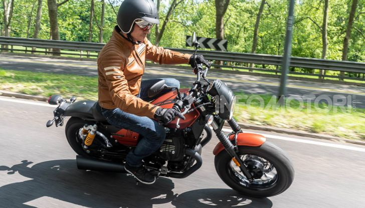 Prova su strada Moto Guzzi V9 Bobber Sport, quando l'estetica si unisce alla sostanza - Foto 38 di 48