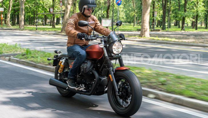 Prova su strada Moto Guzzi V9 Bobber Sport, quando l'estetica si unisce alla sostanza - Foto 39 di 48