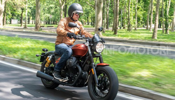 Prova su strada Moto Guzzi V9 Bobber Sport, quando l'estetica si unisce alla sostanza - Foto 40 di 48