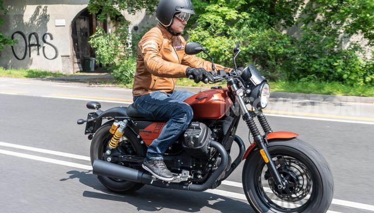 Prova su strada Moto Guzzi V9 Bobber Sport, quando l'estetica si unisce alla sostanza - Foto 41 di 48
