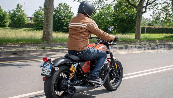 Prova su strada Moto Guzzi V9 Bobber Sport, quando l'estetica si unisce alla sostanza - Foto 42 di 48