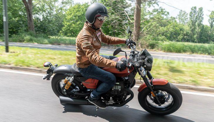 Prova su strada Moto Guzzi V9 Bobber Sport, quando l'estetica si unisce alla sostanza - Foto 44 di 48