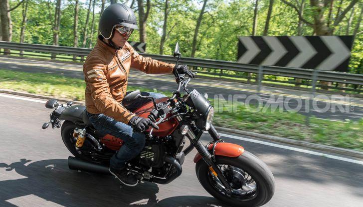 Prova su strada Moto Guzzi V9 Bobber Sport, quando l'estetica si unisce alla sostanza - Foto 45 di 48