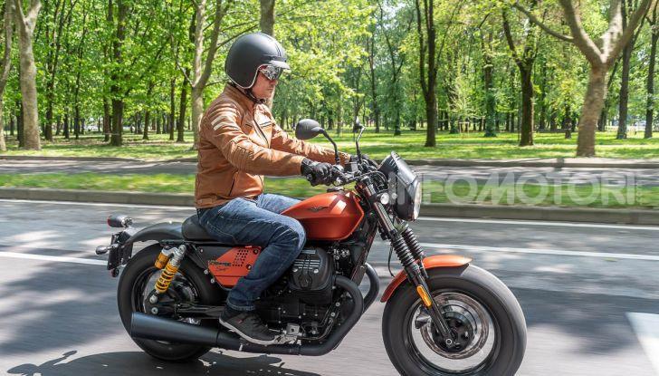 Prova su strada Moto Guzzi V9 Bobber Sport, quando l'estetica si unisce alla sostanza - Foto 46 di 48