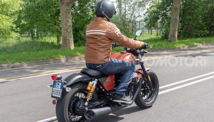 Prova su strada Moto Guzzi V9 Bobber Sport, quando l'estetica si unisce alla sostanza - Foto 48 di 48
