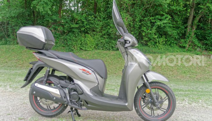 Prova Honda SH300i Sport, sempre il primo della classe! - Foto 12 di 55