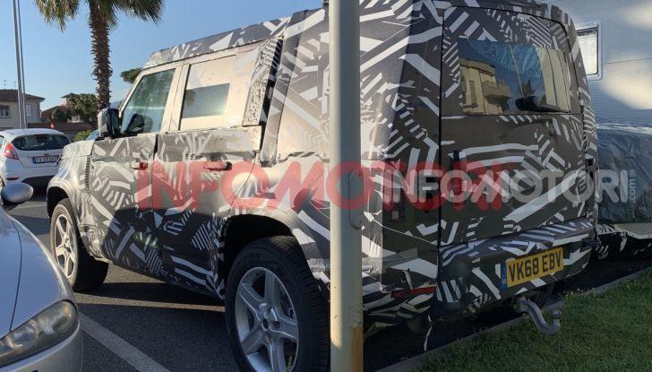 Nuovo Land Rover Defender 2020: in Italia i primi muletti, ecco le spy photo in esclusiva - Foto 8 di 12