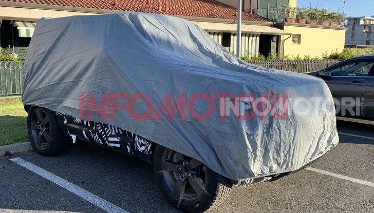 Nuovo Land Rover Defender 2020: le spy photo in pista e su strada - Foto 22 di 24