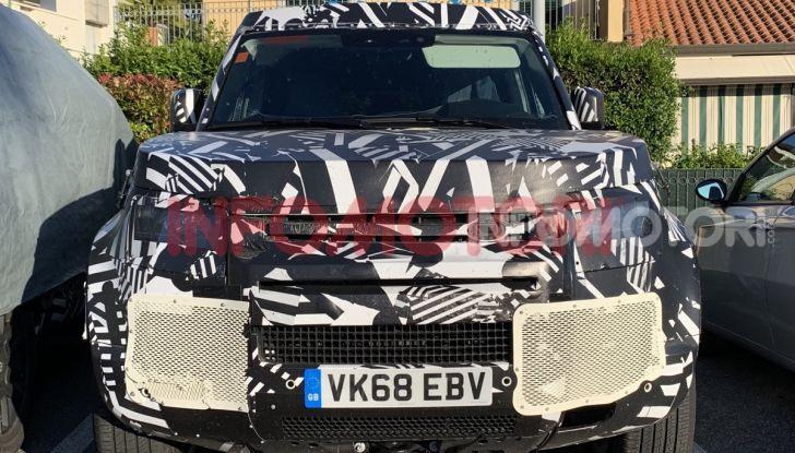 Nuovo Land Rover Defender 2020: le spy photo in pista e su strada - Foto 17 di 24