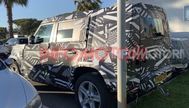 Nuovo Land Rover Defender 2020: le spy photo in pista e su strada - Foto 21 di 24