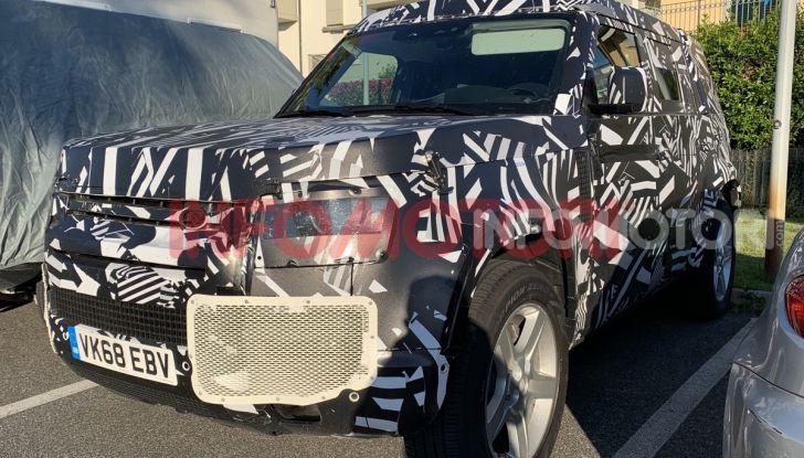 Nuovo Land Rover Defender 2020: in Italia i primi muletti, ecco le spy photo in esclusiva - Foto 2 di 12