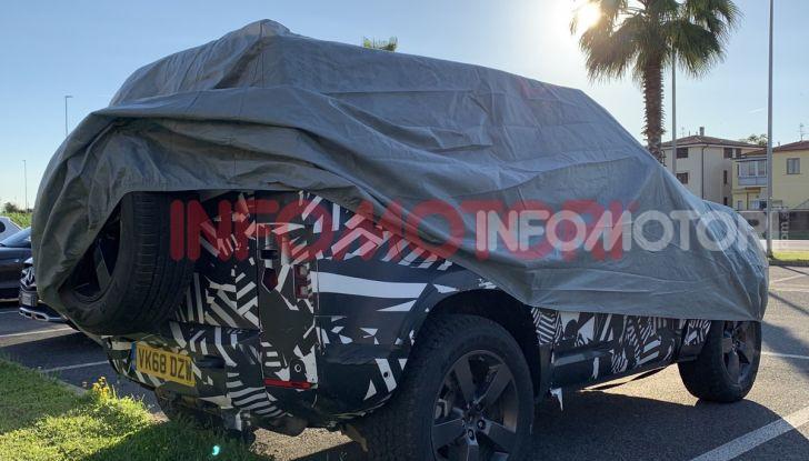 Nuovo Land Rover Defender 2020: le spy photo in pista e su strada - Foto 23 di 24