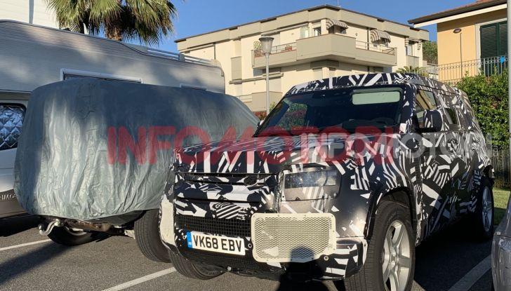 Nuovo Land Rover Defender 2020: in Italia i primi muletti, ecco le spy photo in esclusiva - Foto 4 di 12
