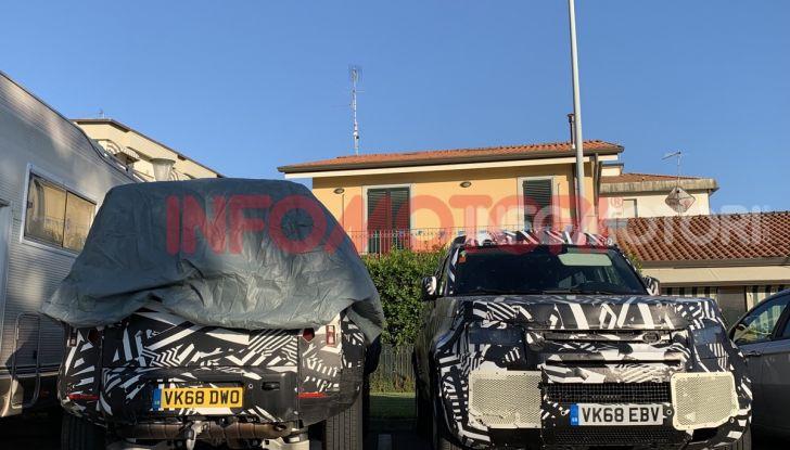 Nuovo Land Rover Defender 2020: in Italia i primi muletti, ecco le spy photo in esclusiva - Foto 12 di 12