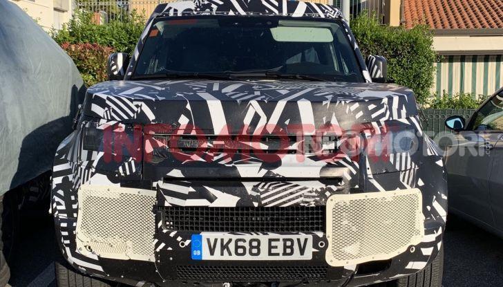 Nuovo Land Rover Defender 2020: in Italia i primi muletti, ecco le spy photo in esclusiva - Foto 7 di 12