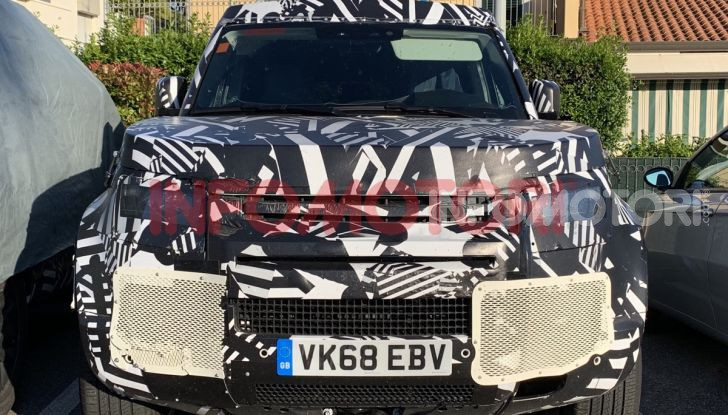 Nuovo Land Rover Defender 2020: le spy photo in pista e su strada - Foto 19 di 24