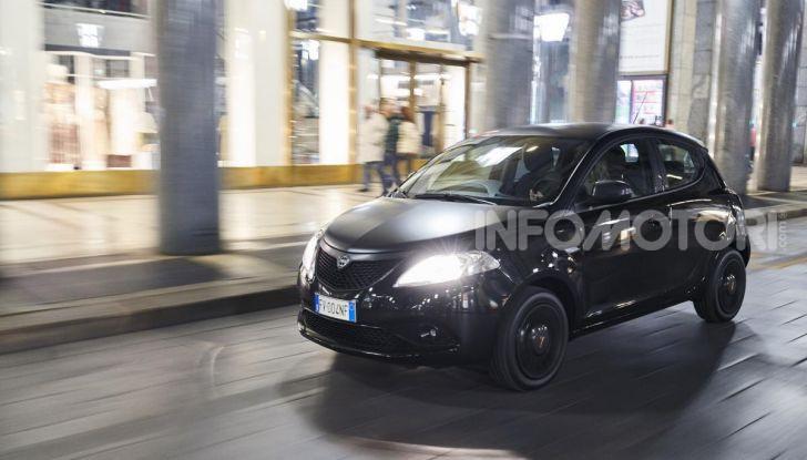 Lancia Ypsilon Black and Noir, serie speciale da 9.100 euro - Foto 15 di 40