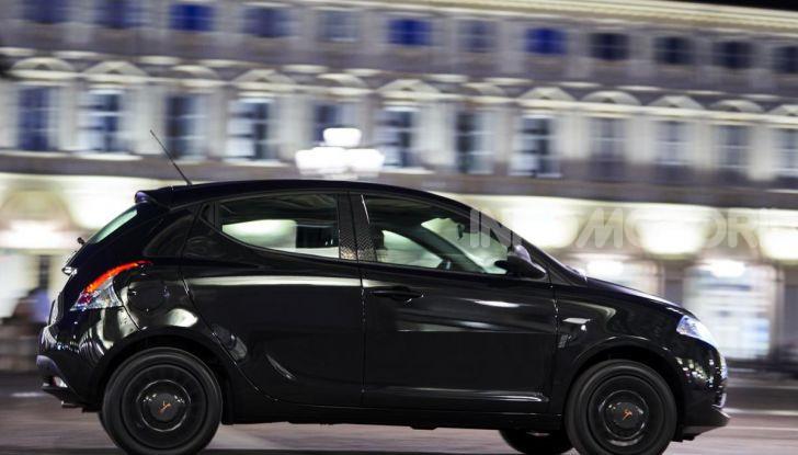 Lancia Ypsilon Black and Noir, serie speciale da 9.100 euro - Foto 16 di 40