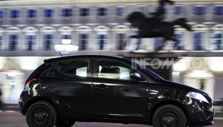 Lancia Ypsilon Black and Noir, serie speciale da 9.100 euro - Foto 17 di 40