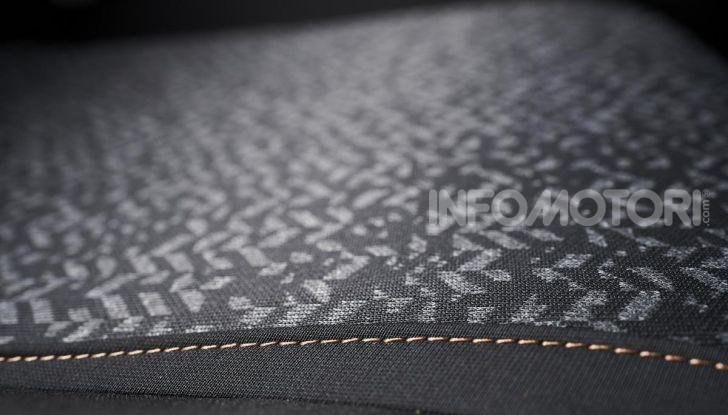 Lancia Ypsilon Black and Noir, serie speciale da 9.100 euro - Foto 19 di 40