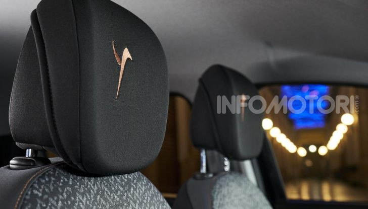 Lancia Ypsilon Black and Noir, serie speciale da 9.100 euro - Foto 20 di 40