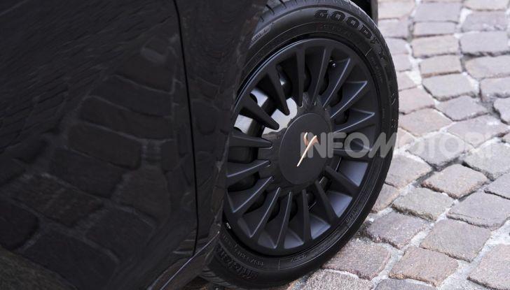 Lancia Ypsilon Black and Noir, serie speciale da 9.100 euro - Foto 28 di 40