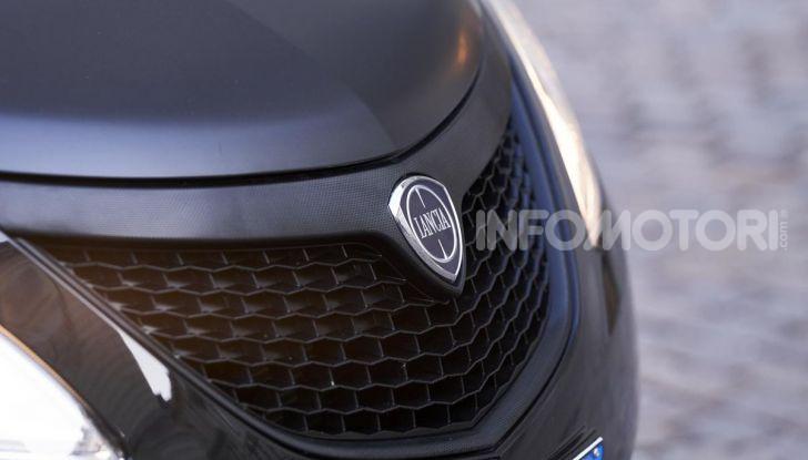 Lancia Ypsilon Black and Noir, serie speciale da 9.100 euro - Foto 29 di 40