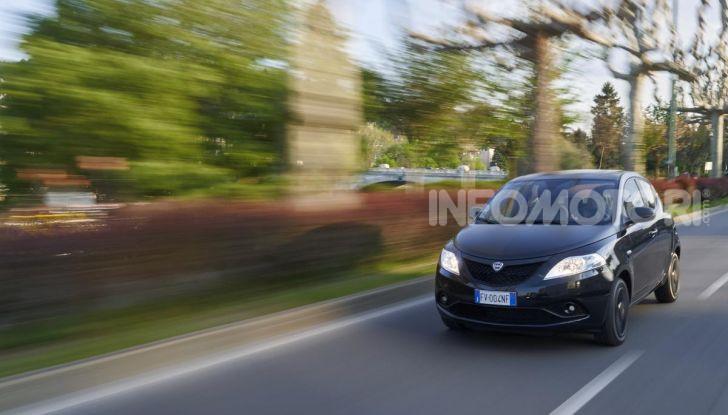 Lancia Ypsilon Black and Noir, serie speciale da 9.100 euro - Foto 7 di 40