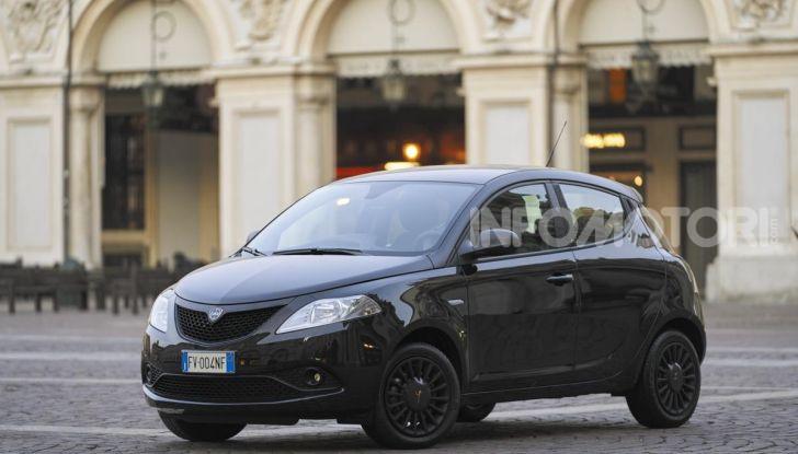 Lancia Ypsilon Black and Noir, serie speciale da 9.100 euro - Foto 32 di 40